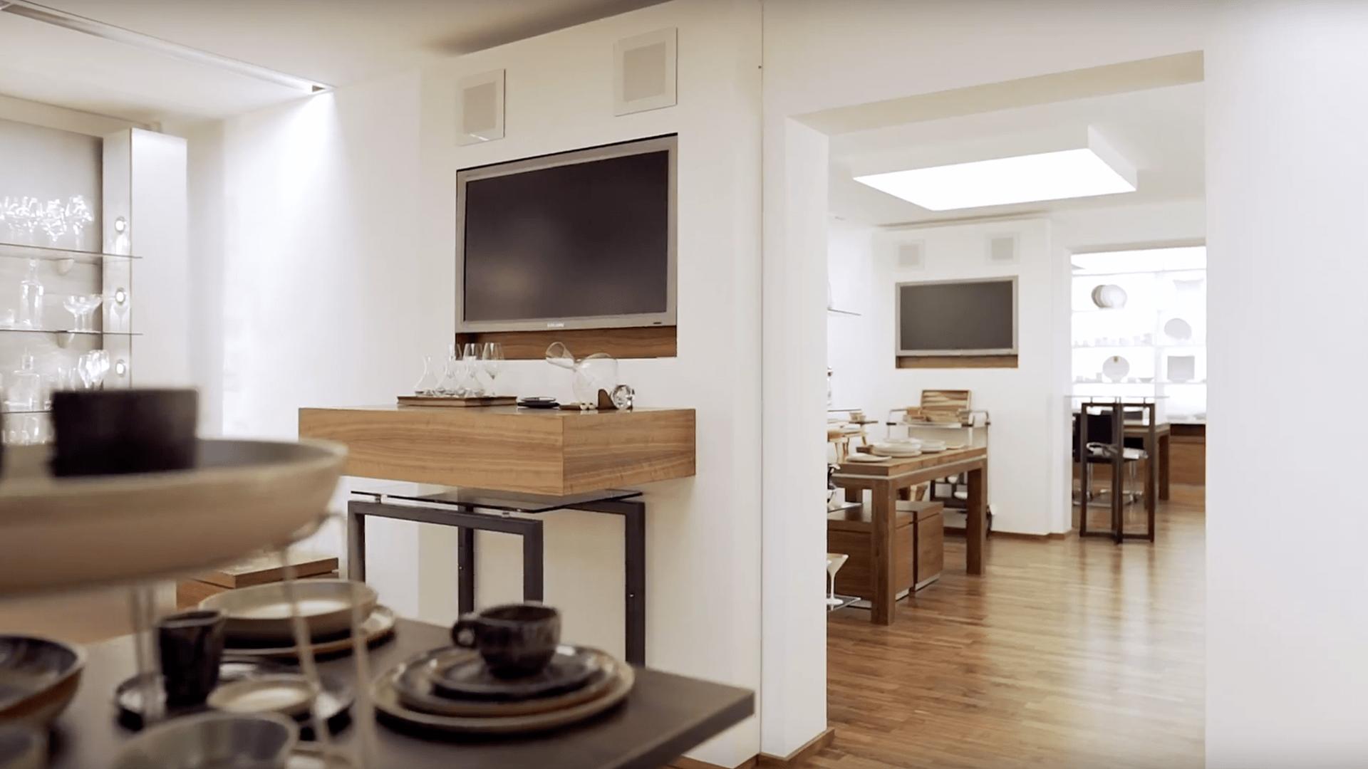 P2, Ausstellung – Eingangsbereich und Bar- und Seminarräume